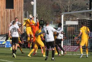 2019-11-10 SouthendH (FAC1P) 035 goalmouth
