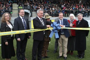 2016-11-19 GuiseleyH 01 Stand Opening