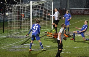 2018-01-27 GuiseleyH 35 goalmouth